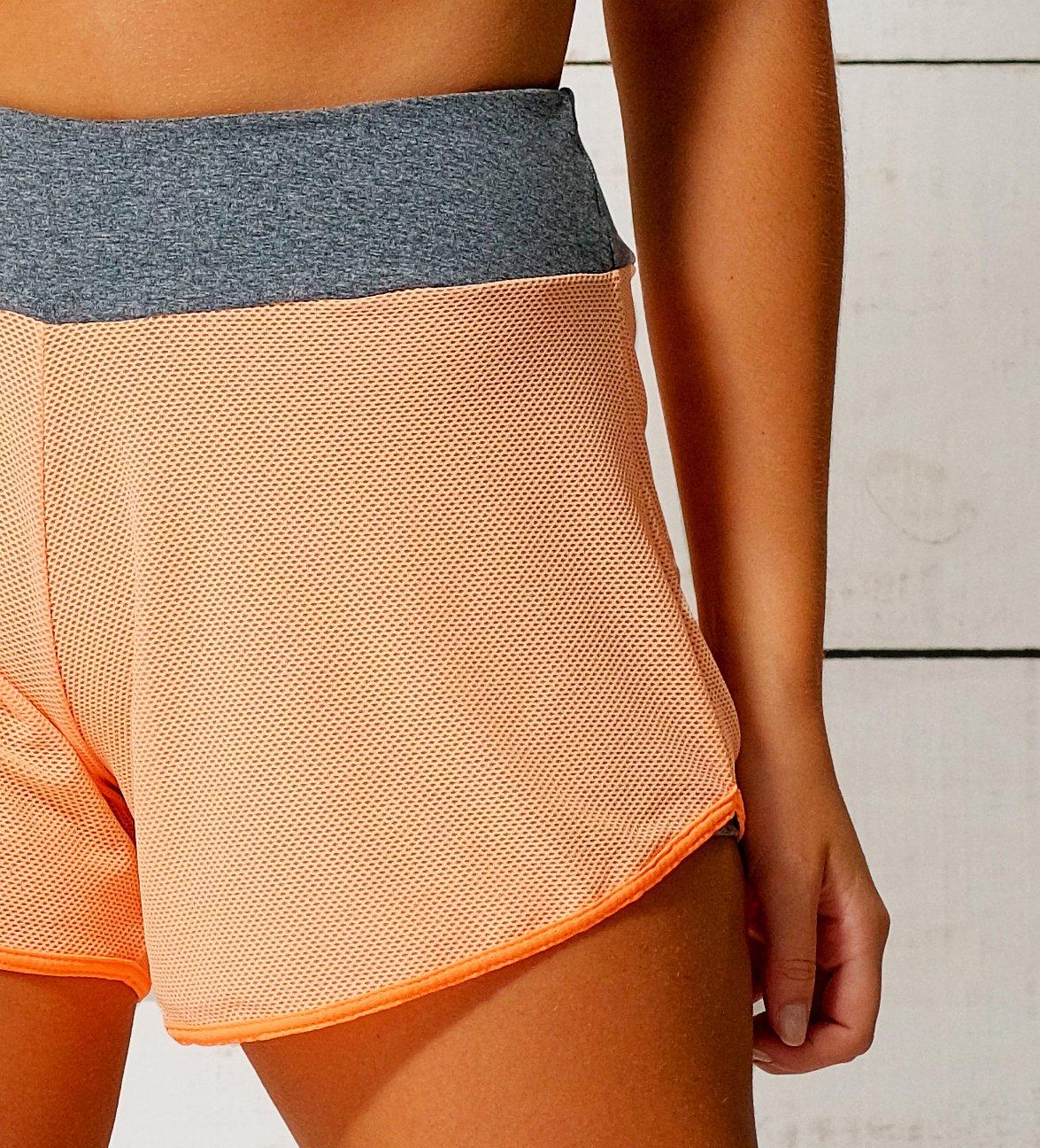 Shorts Com Tela Laranja Neon